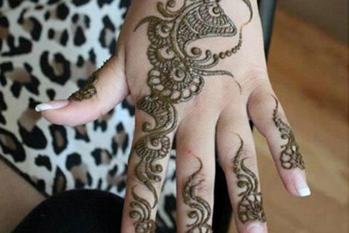 Paisley And Floral Pattern Mehndi Design