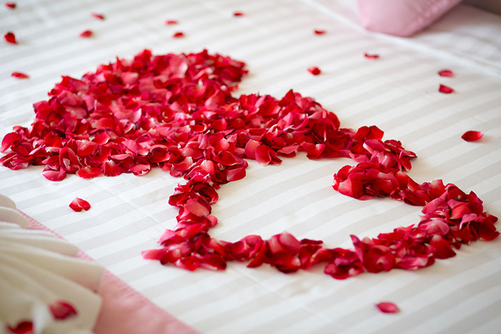 Wedding room decoration tips for that perfect first night for Bed decoration with rose petals