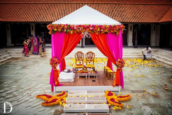 5 fundamentals of south indian wedding decorations for Artificial flower decoration mandap