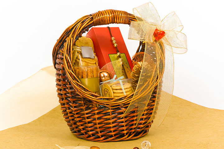 Wedding Gift Ideas For Bride India : Wedding Gift Ideas For India - Assortment Hamper