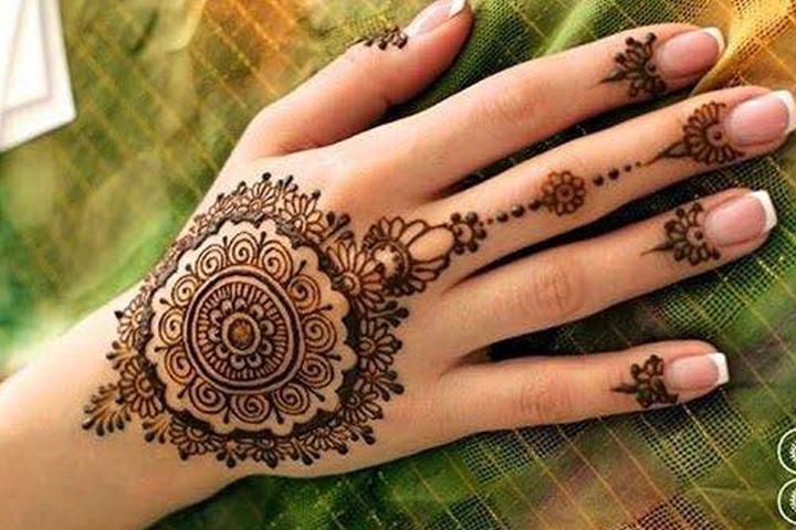 Simple Arabic Mehndi Designs For Beginners -Dainty Floral Slave Bracelet