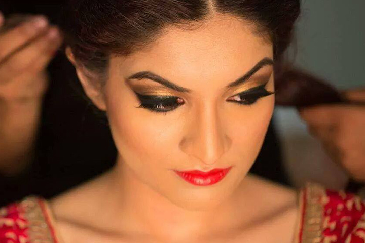 Easy Bridal Makeup Steps : How To Do Bridal Makeup At Home In 10 Easy Steps!