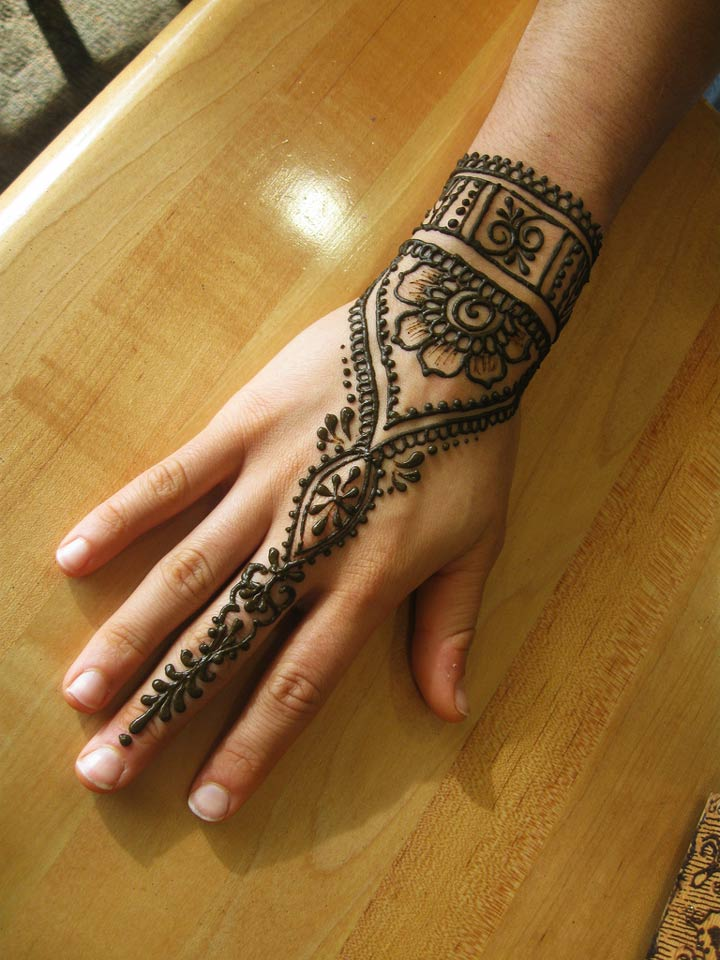 mehndi designs for engagement ceremony - Cuff And Finger-chain Design