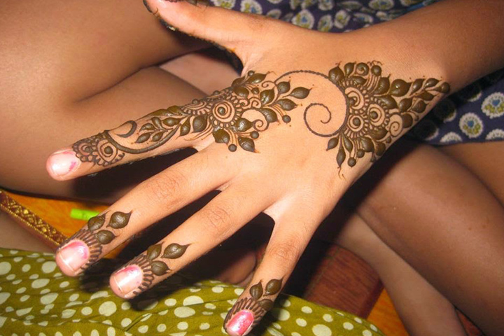 Simple Arabic Mehndi Designs For Beginners - Vines Of Leaves Design