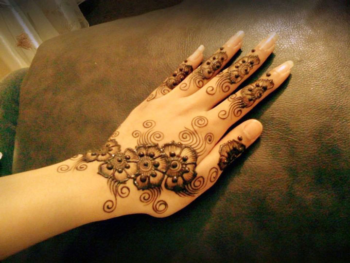 Arabic Mehndi Design For Back Hands With Bold Contours