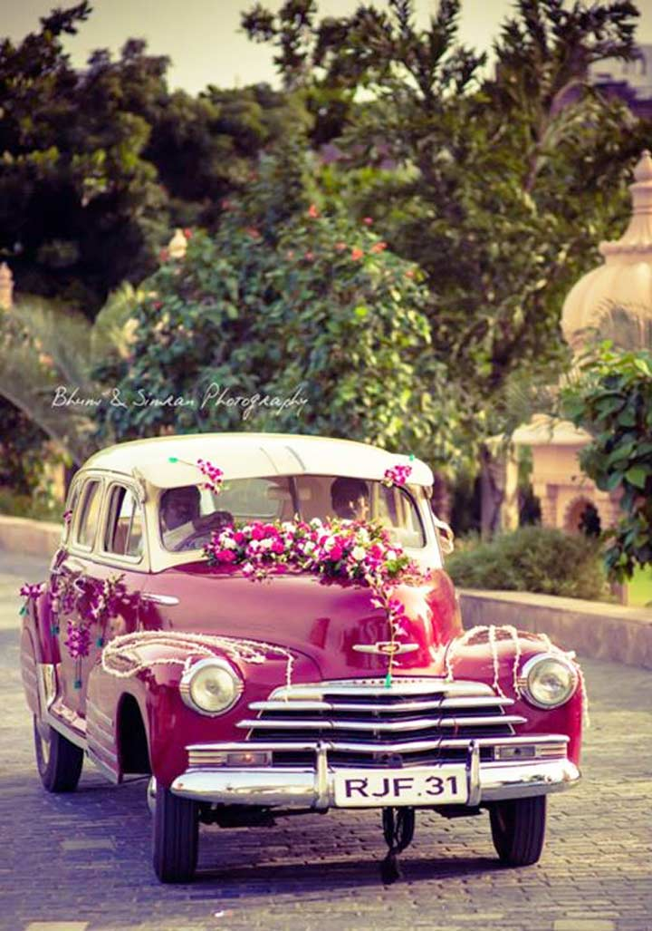 Wedding car decoration with flowers getaway in style for Automobile decoration