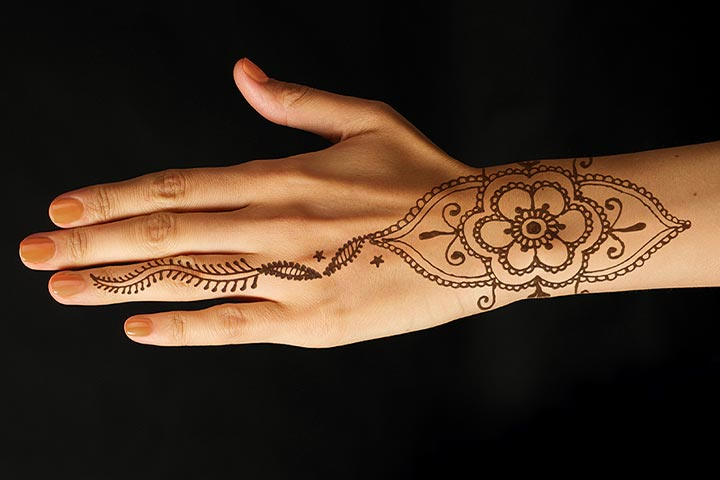 Elegant Wrist Cuff Henna Design: 10 Beautiful Bracelet Mehndi Designs That Are Intricately