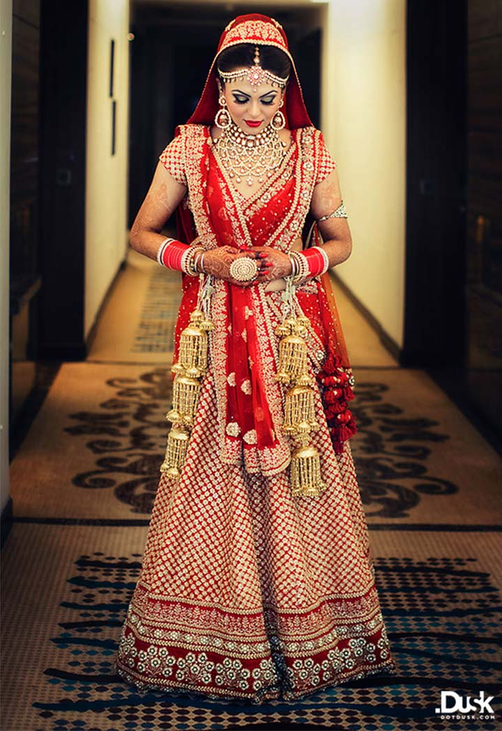 Showstopper heavy bridal lehenga works to glide in style