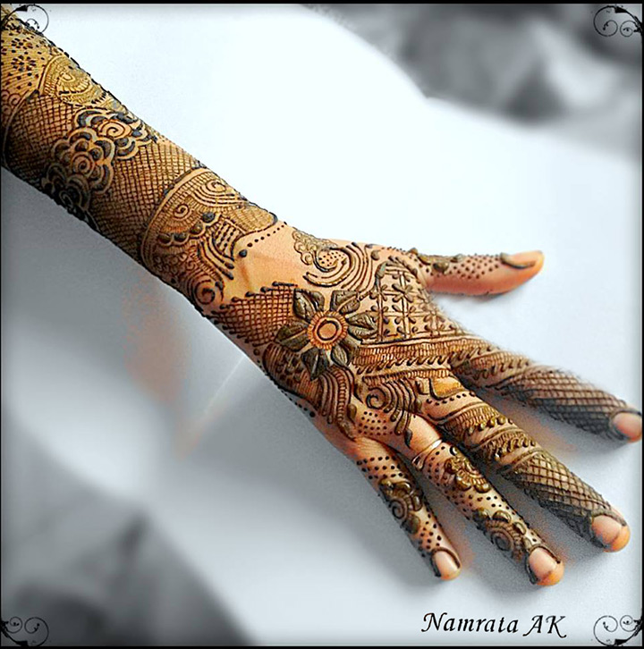 Flowers And Mesh Arabic Bridal Mehndi Design for Hands