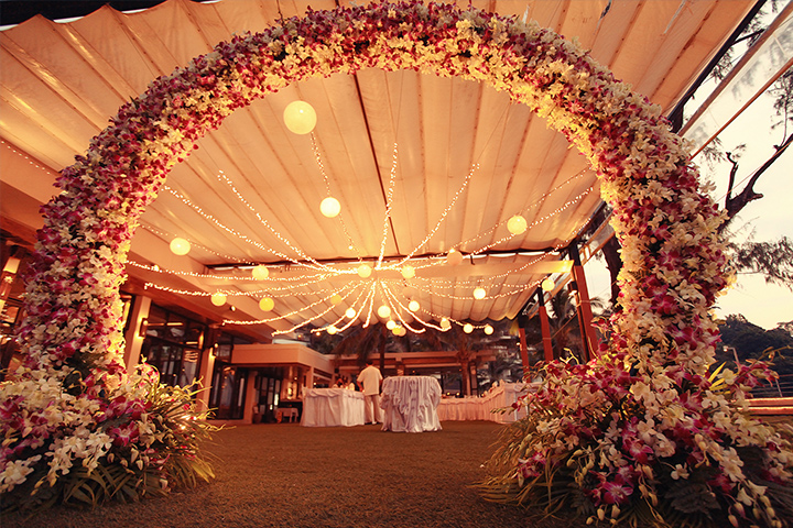 4 things to keep in mind for a spectacular beach wedding decor wedding decoration lights junglespirit Images