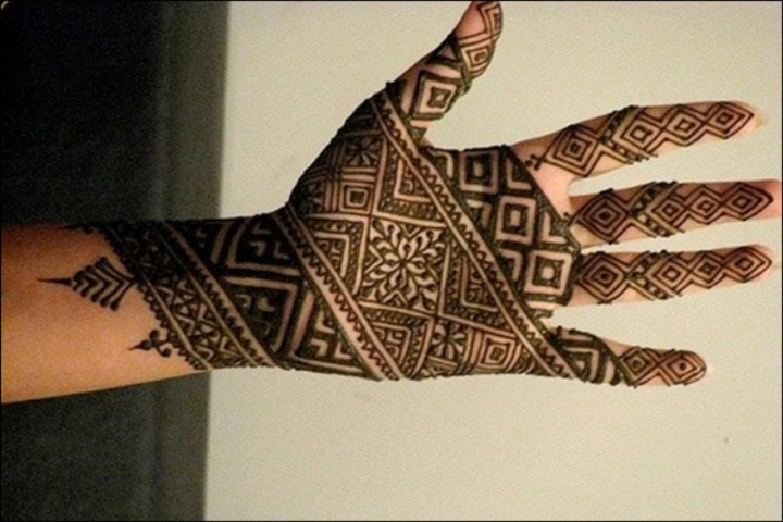 Latest Mehndi Designs - Captivating Motley Lines Design