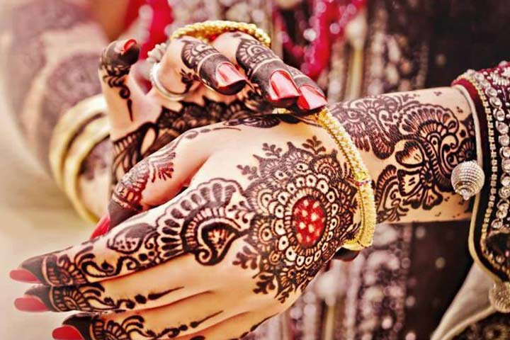 Latest Mehndi Designs - Black & Red Circular Floral Pattern