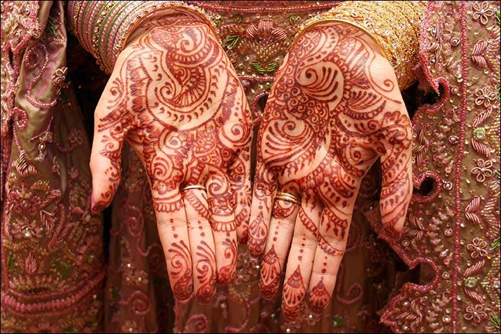 Elaborate Mehndi Design for hands