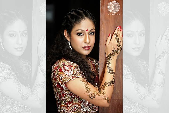Glitter Back Hand Design - Back Hand Mehndi Design