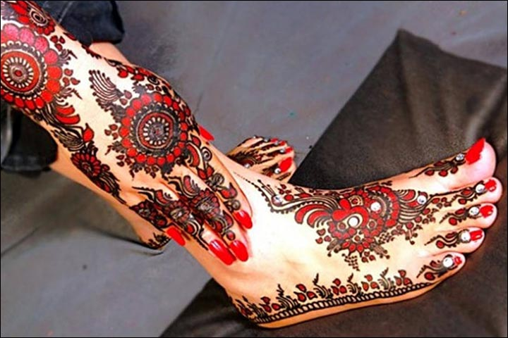 Fancy Mehndi Designs - The Bride's Red And Black Mehndi Hues