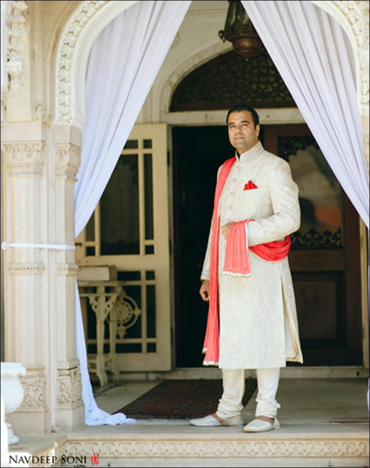 Mahrasthrian groom with white pyjama