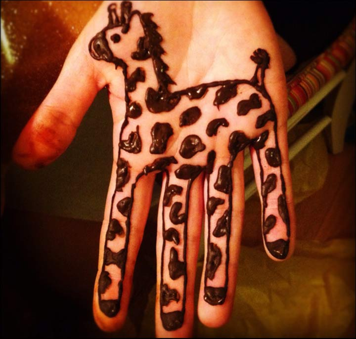 9 Smashing Simple Mehndi Designs For Kids