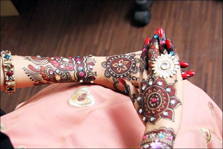 Glitter / Beads Mehndi - Bollywood Mehndi Designs