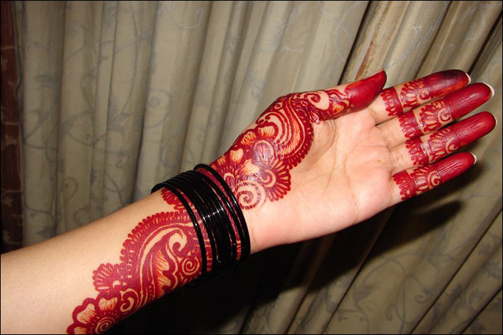 3bb0b0903 10 Latest Red and Black Mehndi Designs For You!
