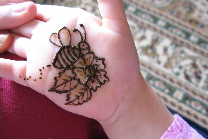 Bee And Flower Design - Simple Mehndi Designs For Kids
