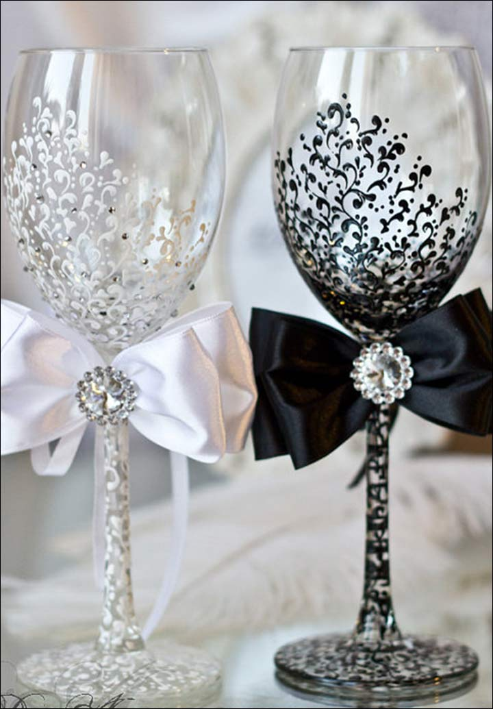 Black-and-White-Lace-Wine-Glasses
