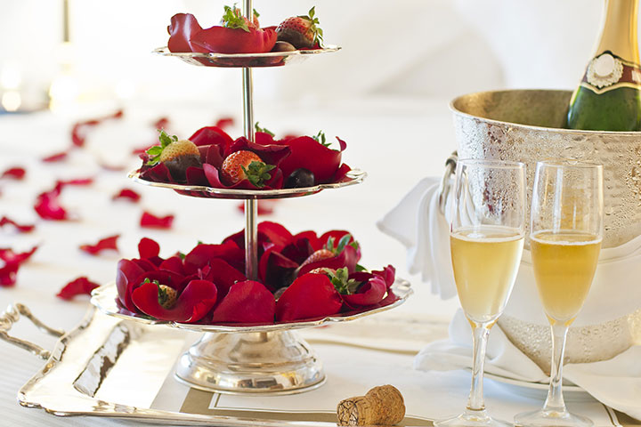 Wedding Night Decoration - Champagne And Fruits