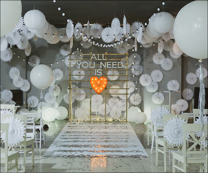 11 astonishing indoor wedding decoration ideas for this wedding season modern wedding dcor junglespirit Images