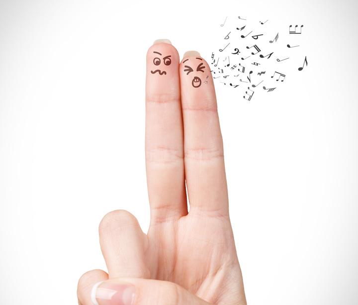 finger-Couple-fight