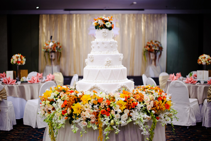White Wedding Cakes - The Masterpiece