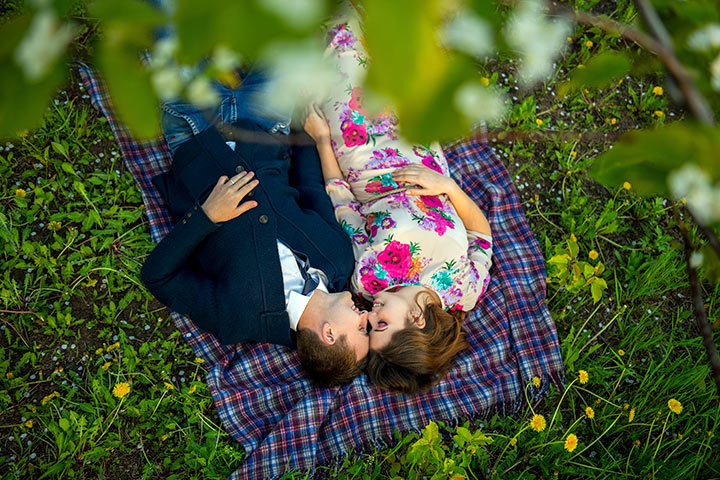 couple-in-love-in-a-blooming-Apple-orchard-lying-on-the-blanket