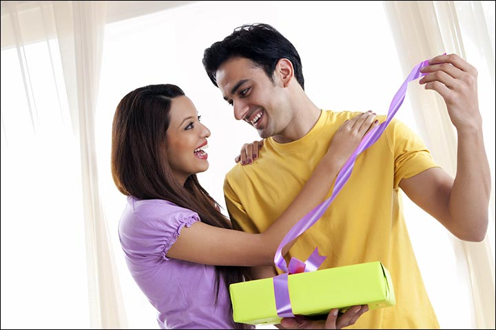 Engagement-gifts-for-couple