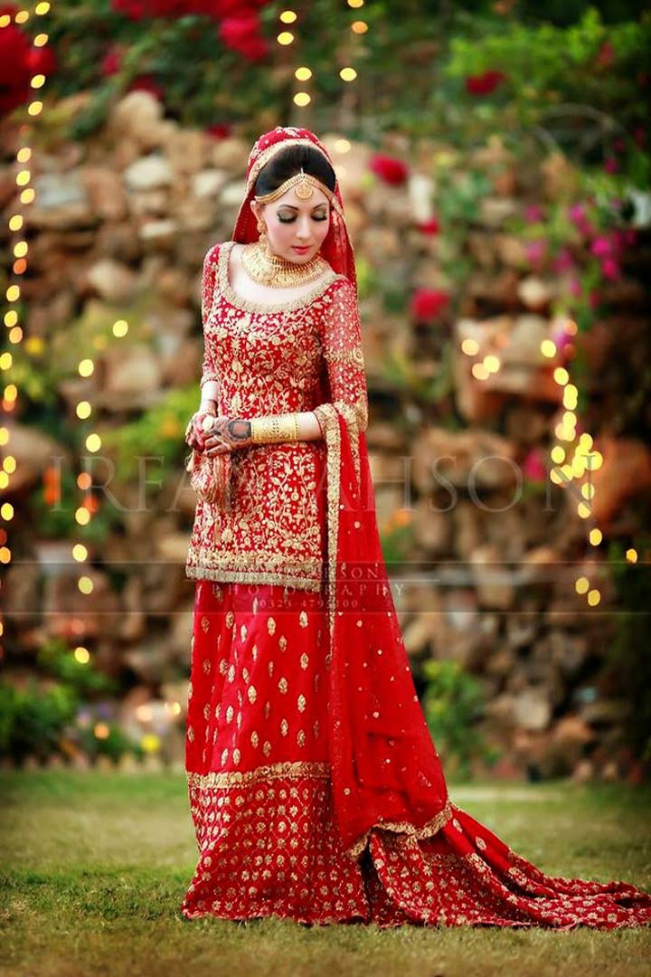 Pakistani bridal dress-Red Bunto Kazmi Bridal outfit