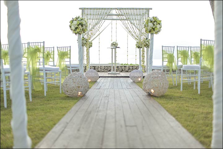 Wedding-Altar-Decorations-and-Nothing-Like-A-Beach-Wedding