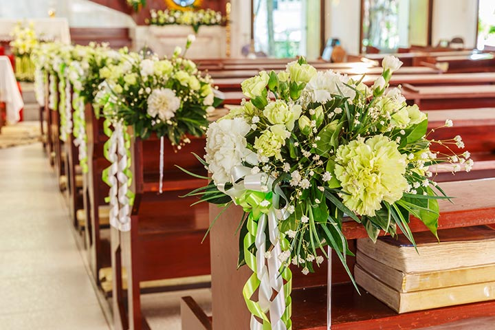 Wedding-Pew-Decorations-with-An-Assortment-Of-Blossoms