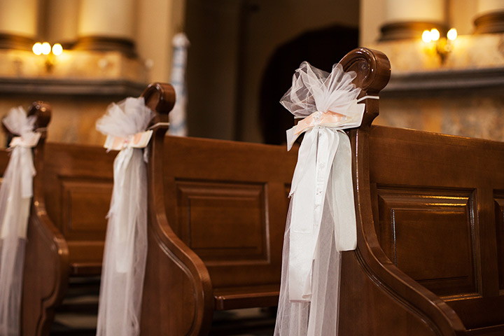 wedding church pew decorations 11 beautiful options for wedding pew decorations 8960