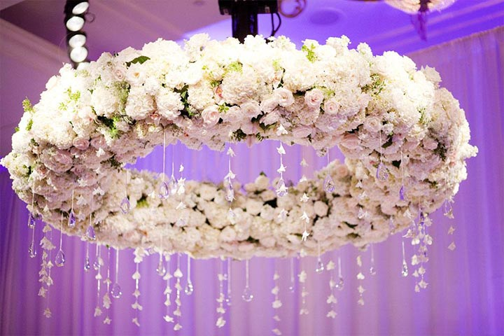 chandelier-floral-white-wedding-decoration