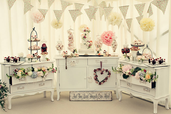 sweet-table-for-white-theme-wedding