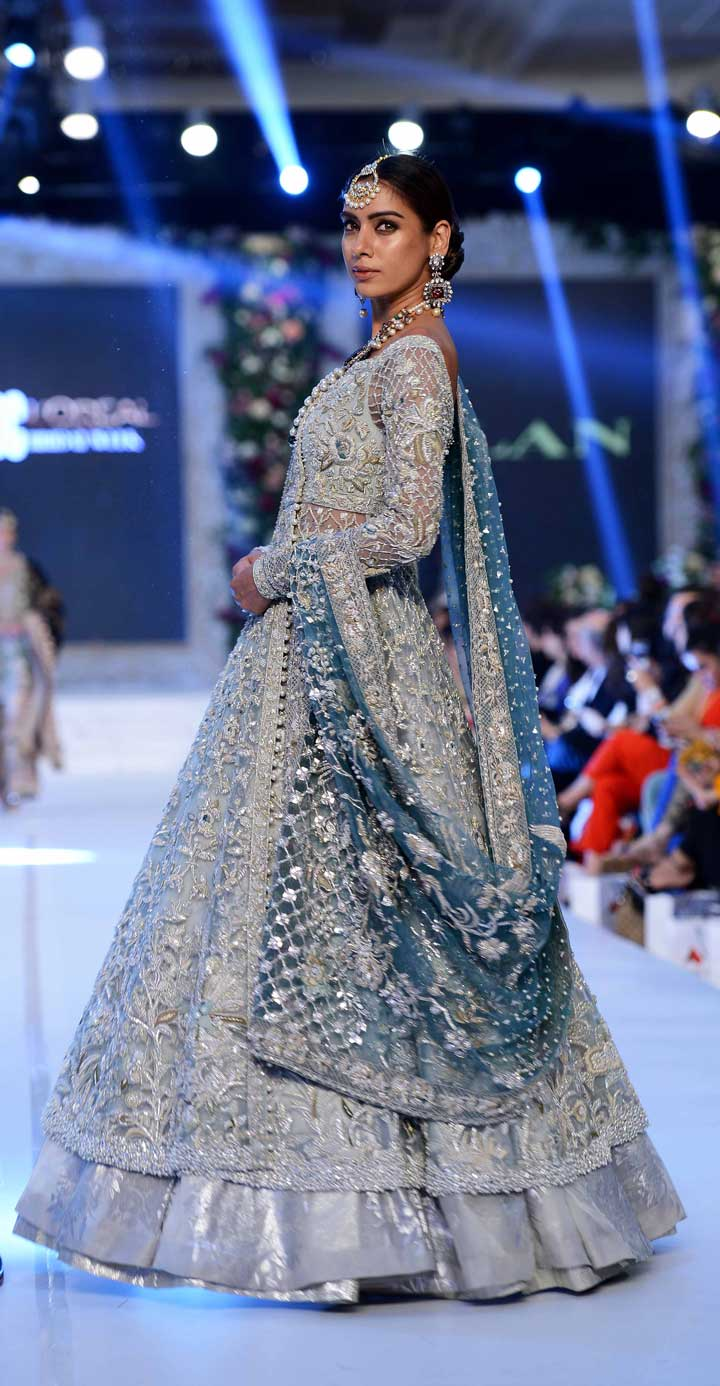 winter blue dupatta-pakistan-bridal-dress