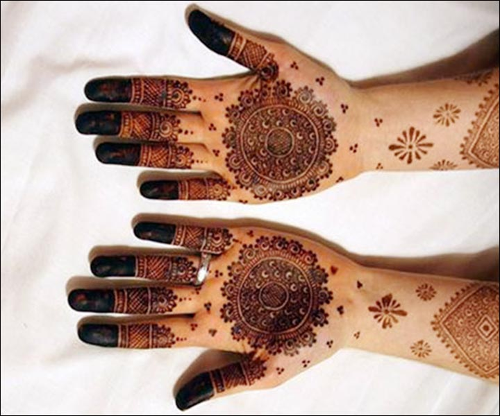 Round Mehndi Designs - Dark Black Round Art