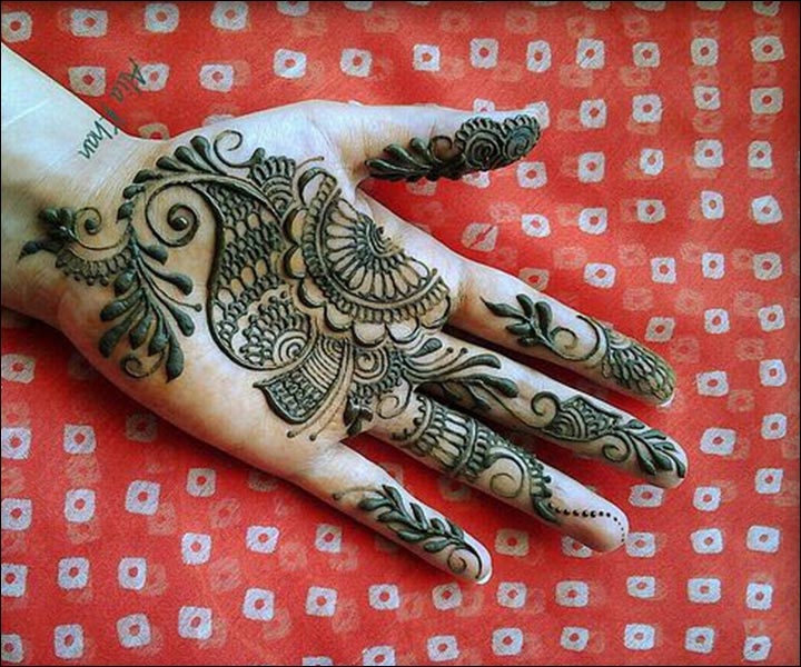 Karva Chauth Mehndi Designs - Intricate Paisley And Vines For Hand