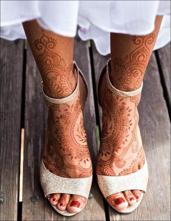 Round Mehndi Designs - Two Halves Mehndi Art For Feet