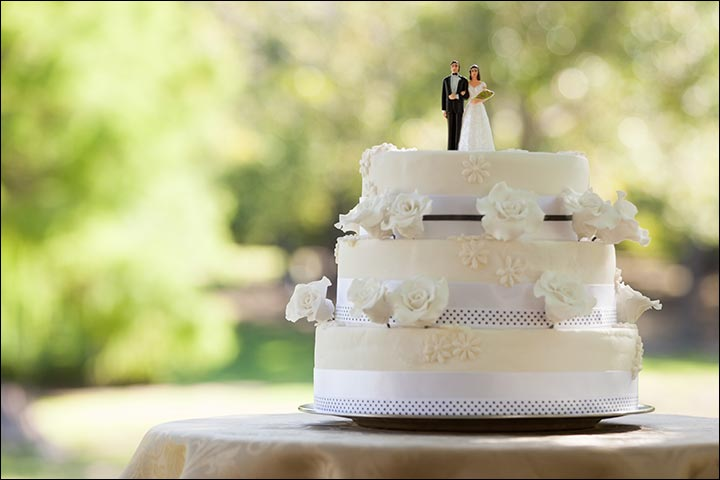 A Flawless Wedding White Cake