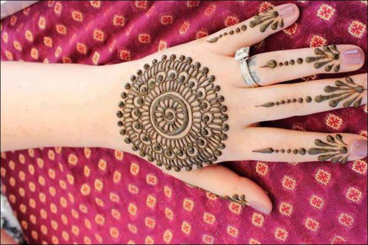 Simple Mehandi Designs - Circular Design For The Back Of The Hand