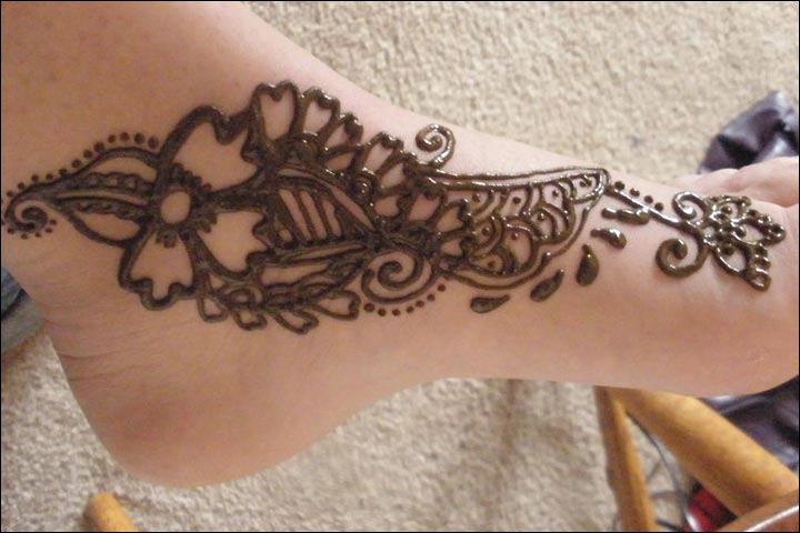 Simple Mehandi Designs - Feet