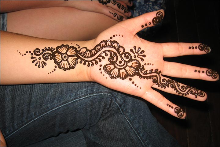 Simple Mehandi Designs - Flower