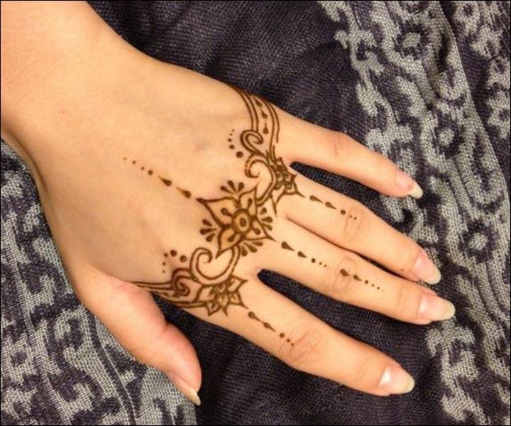 Mehndi Wrist : Simple mehndi designs that look fab and stylish