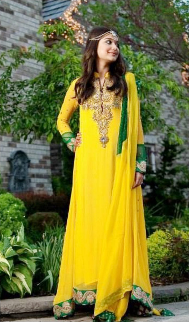3f0037c0d3 Top 11 Bridal Mehndi Dresses For The Beautiful Bride-To-Be