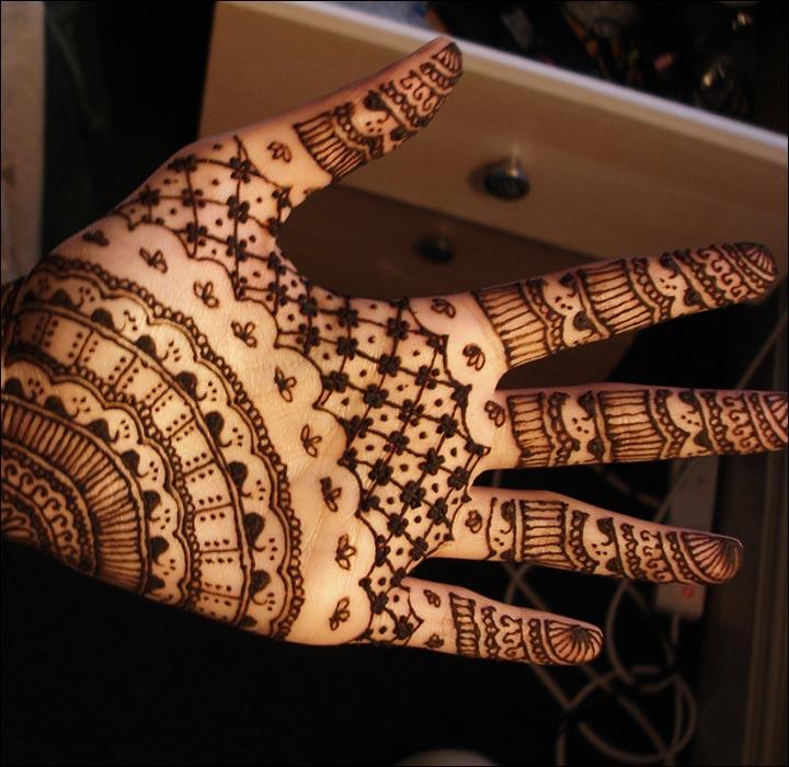 Dubai Mehndi Designs - Mesh And Banded Pattern Design