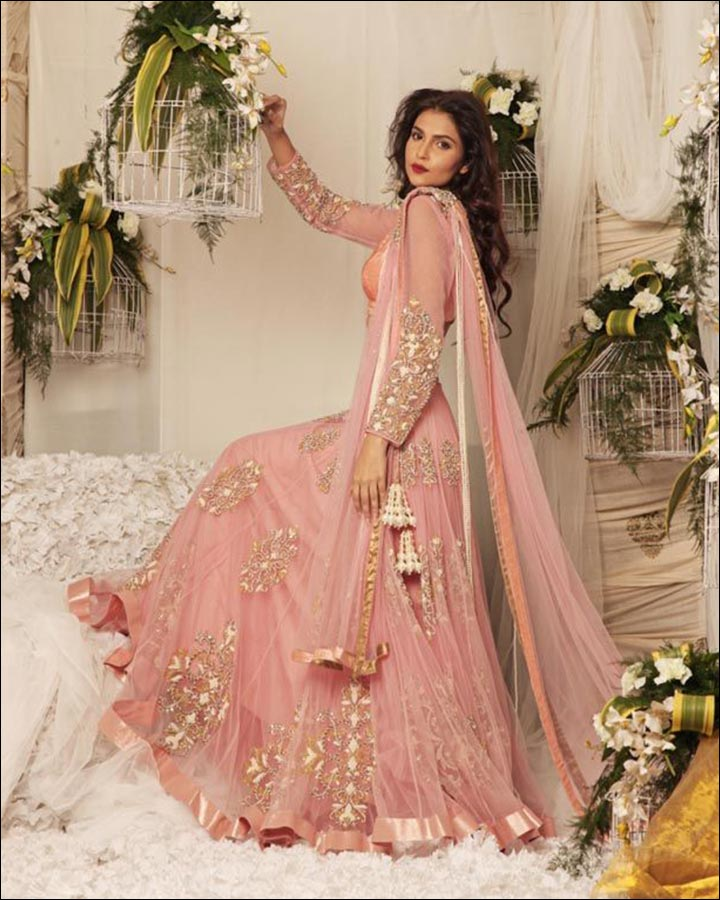 Indian wedding dresses 22 latest dresses to look like a diva for Long sleeve indian wedding dresses
