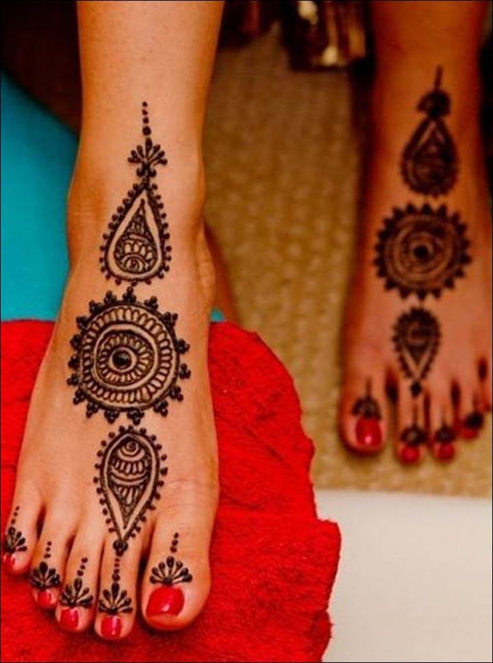 Single Line Mehndi Designs - Round Mehndi Design